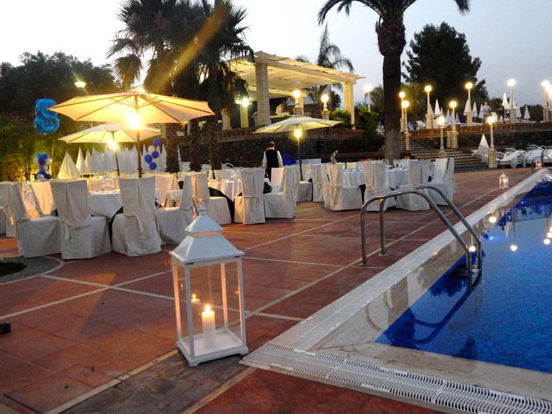 lanterna in piscina
