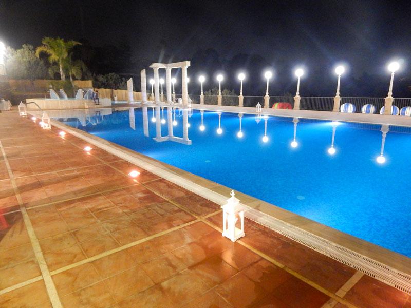 piscina con le colonne