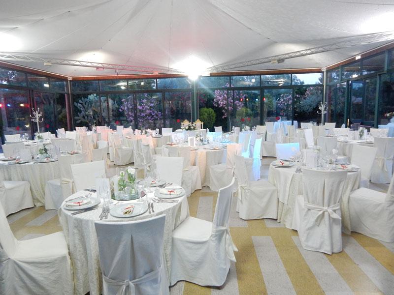 tavoli bianchi