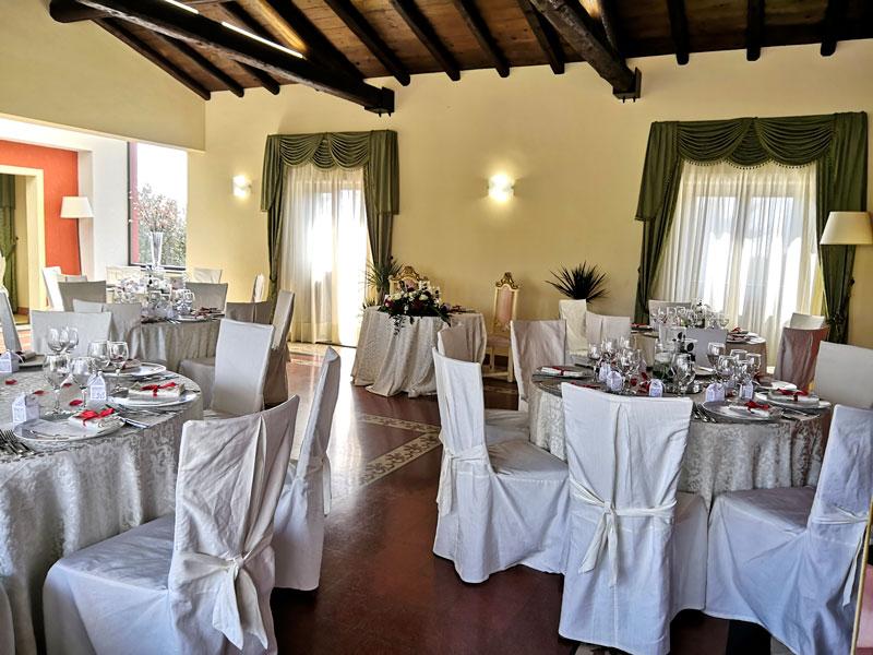 tavoli nella sala reale